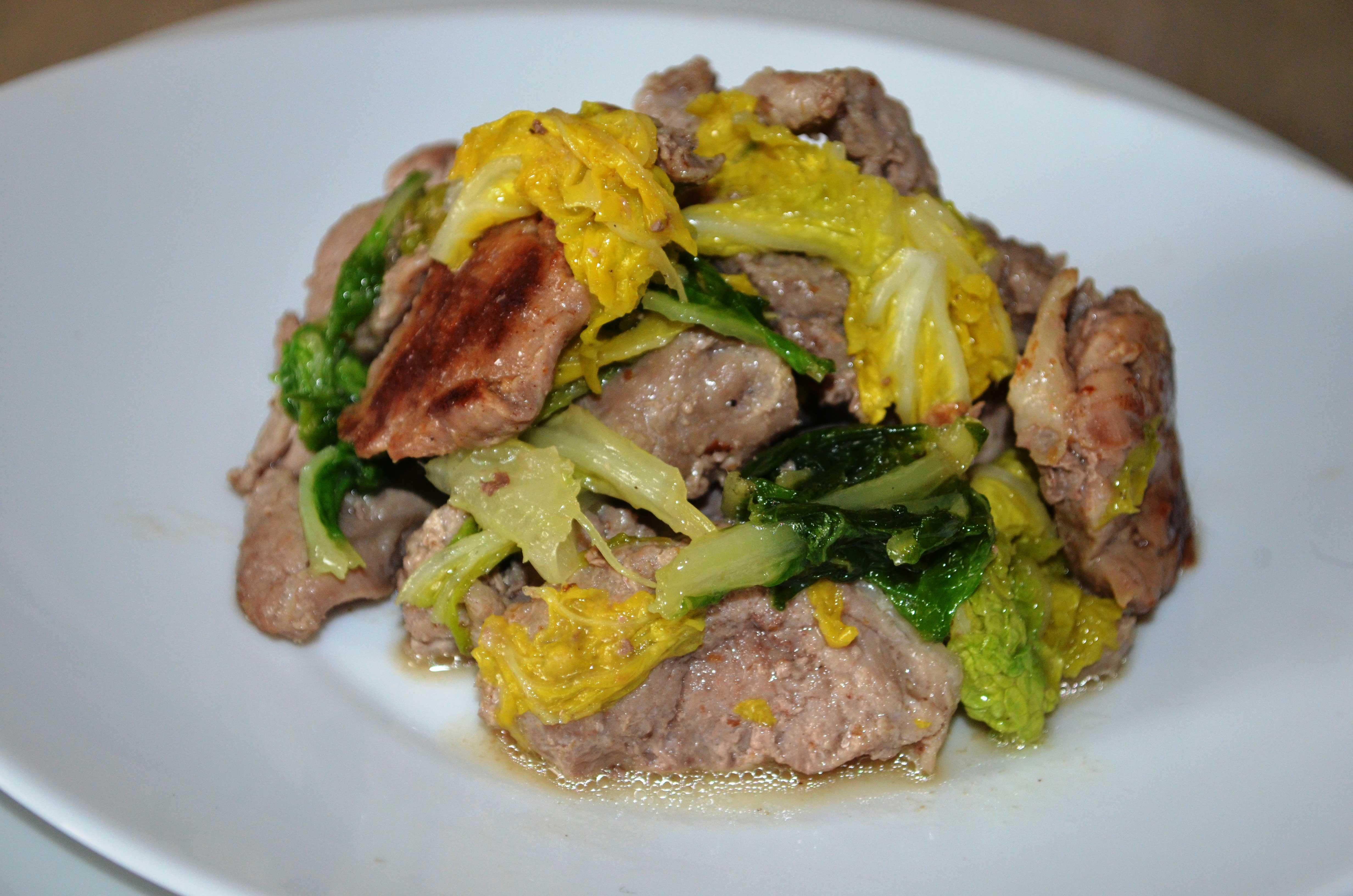 Тушеная пекинская капуста с мясом